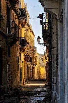 Straatje in Mdina op Malta van Tilly Meijer