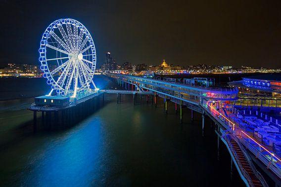 Pier van Scheveningen met reuzenrad in de nacht van Anton de Zeeuw