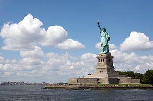 Statue de la Liberté pour l'air nuageux