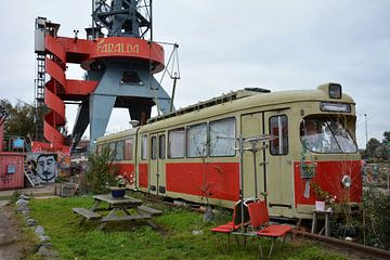 Oude tram en zitje op NDSM werf in Amsterdam van My Footprints