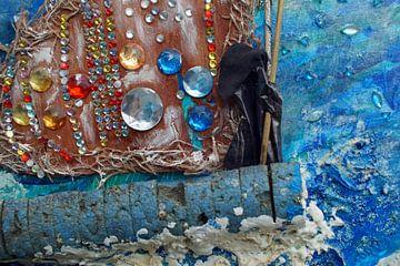 Eenzame zwarte figuur zeilend over woelig water van Wieland Teixeira