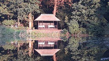 Tuinhuisje aan het water von Gerhilde Mulder