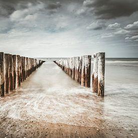 Golfbrekers op het strand van Domburg VIII van Martijn van der Nat