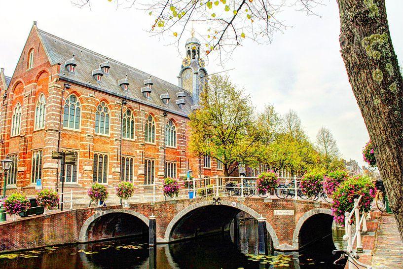 Nonnenbrug met Academiegebouw Leiden Nederland van Hendrik-Jan Kornelis
