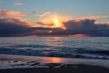 Bewolkte zonsondergang op het Maasvlaktestrand van Capture the Moment 010
