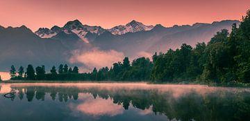 Lever du soleil Lake Matheson, South Island, Nouvelle-Zélande sur
