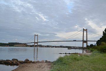 de Kleine Beltbrug bij Middelfart in Denemarken van tiny brok