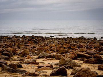 Rotsig Strand van Rik Pijnenburg