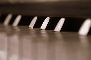old piano von Sandra Zwagerman