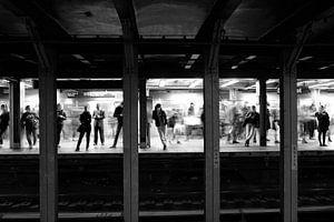 Metro in New York City, USA in zwart-wit 2 van Ingrid Meuleman