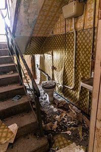 Het toilet in het trappenhuis