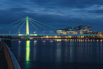 De brug van Keulen bij nacht van Renato Dehnhardt