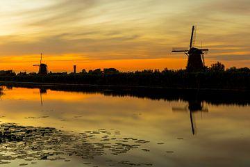 Molens bij zonsondergang in Kinderdijk van Marcel Krol