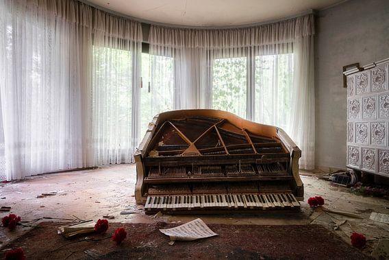 Verlaten Piano op de Vloer.