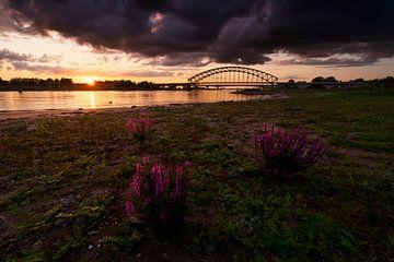 Zonsondergang IJsselbrug Zwolle von Rick Kloekke
