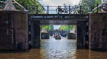 Op een Amsterdamse gracht van