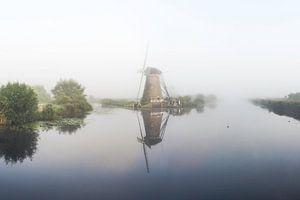Kinderdijk windmolen in mist