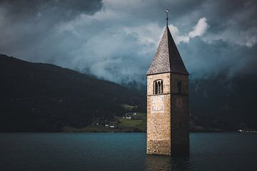 De verdronken kerk in een stuwmeer van StephanvdLinde