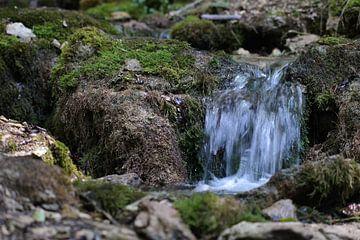 Vortex in waterval van Foto Hal
