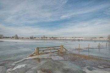 Image d'hiver : les patineurs dans les plaines inondables sur Moetwil en van Dijk - Fotografie