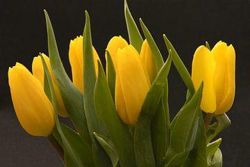 Gelber Tulpenstrauß, Liebe zu Blumen von J..M de Jong-Jansen