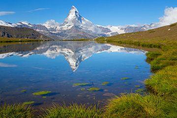 Reflectie van de Matterhorn in bergmeer Stellisee van