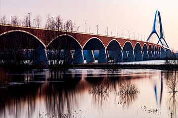 De brug De Oversteek bij Nijmegen