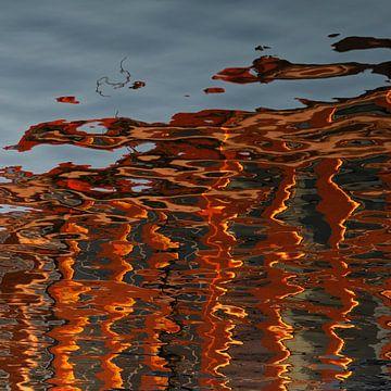 reflectie #3 spiegeling van gebouw in water van Georges Hoeberechts