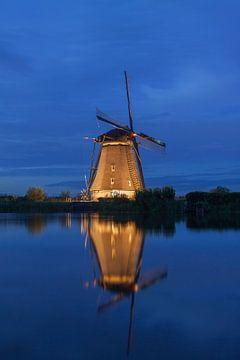 Molen Kinderdijk tijdens het blauwe uurtje van Sander Groenendijk
