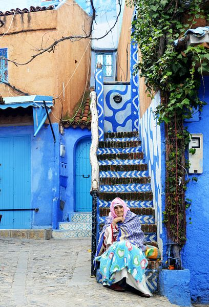 Berberse vrouw in blauwe sferen van Zoe Vondenhoff