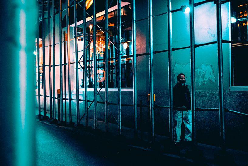 Eenzame wandelaar in New York van MICHEL WETTSTEIN