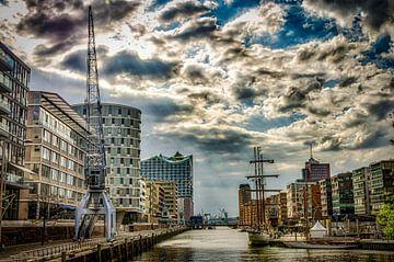 Hamburg Hafencity mit Wolken von Dieter Walther