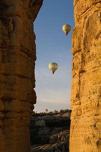 Luchtballonnen in de ochtendlucht in Cappadocia, Turkije van