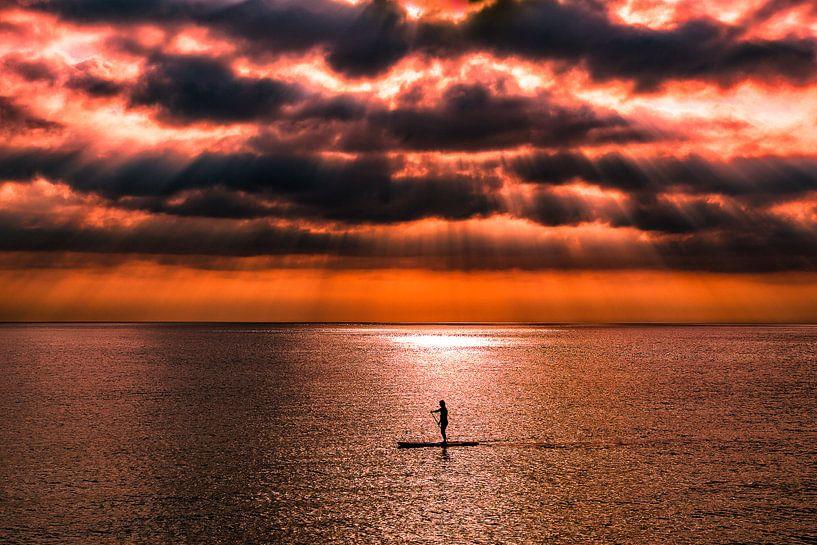Glühender Sonnenuntergang, Gloeiende zonsondergang von Karin Luttmer