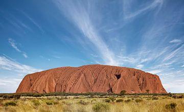 Uluru. Früher Ayer's Rock. Ist eine große Sandsteinfelsformation im Uluru-Kata Tjuta Nationalpark. von Tjeerd Kruse