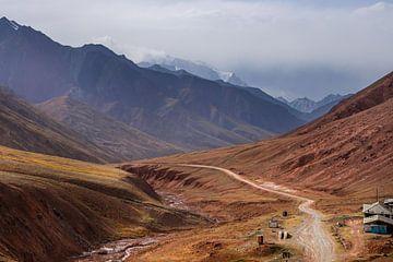 Tadschikische Gebirge von Johnny van der Leelie
