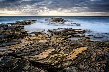 Structuren op de rotsachtige kust van Denis Feiner