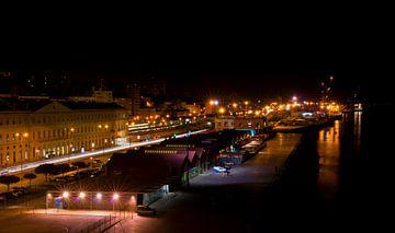 Anlegerhafen Lissabons bei Nacht von Tanja Riedel