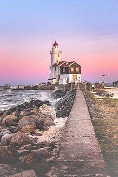 Lighthouse at sunset (Marken) sur Alessia Peviani