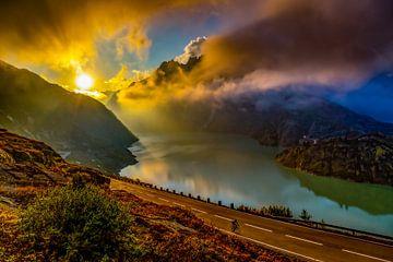 Zonsondergang op Grimselpas, Zwitserland van Freek van Oord