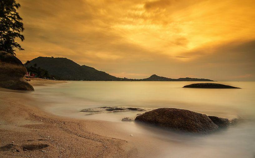 Sunrise on Koh Samui van Ilya Korzelius