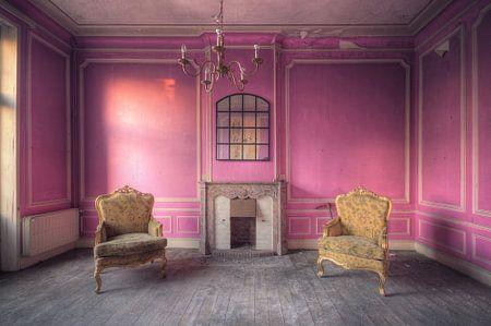 Urbex - Pink Room von Angelique Brunas