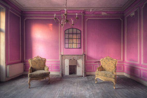 Urbex - Pink Room van Angelique Brunas