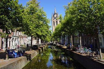 Kanaal en kerk in Delft. van Jarretera Photos