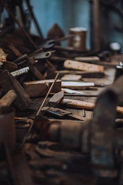 Werkbank in de antieke werkplaats van Kaaps Skil Texel van Pim Haring