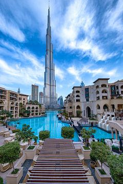 Burj Khalifa und ein bewölkter Morgen in Dubai von Rene Siebring