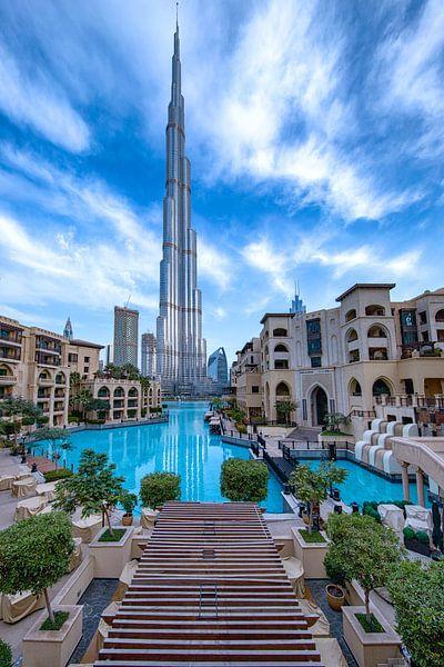 Burj Khalifa en een bewolkte ochtend in Dubai van Rene Siebring