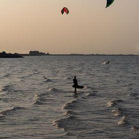 Kite-Surfer in Krabbedijke von Anita Visschers