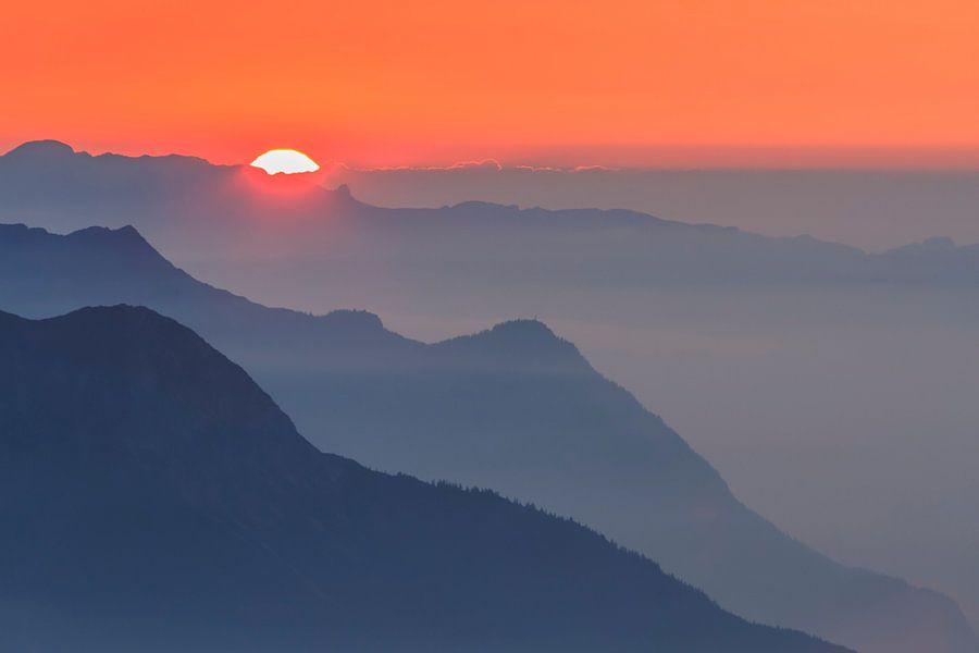 Zonsondergang in de bergen van Karla Leeftink
