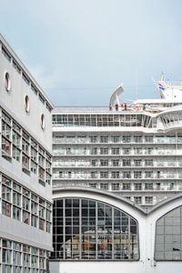 Drie gebouwen, één boot, Wilhelminapier, Rotterdam